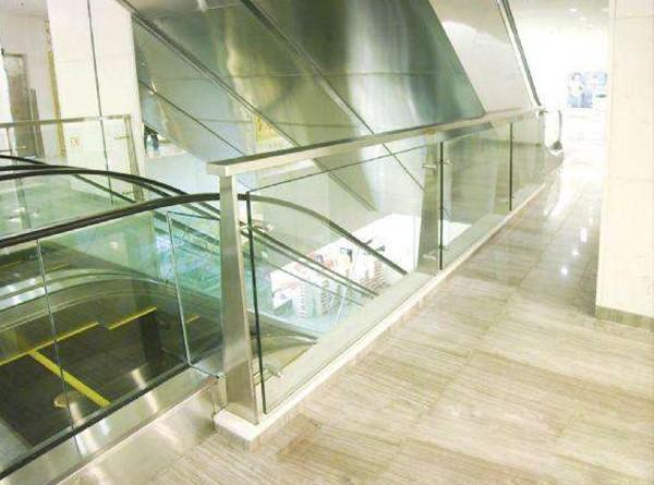 商场围栏夹胶玻璃